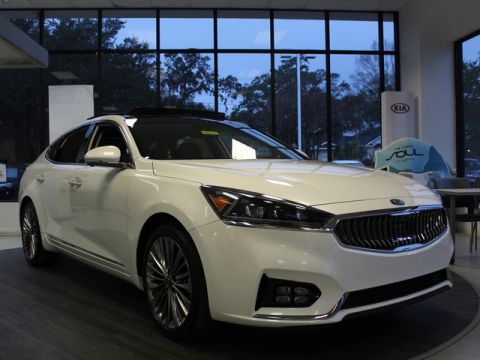 New 2019 Kia Cadenza Limited Sedan